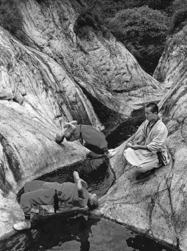 Shaolin Monks Training (18 pictures) (10)