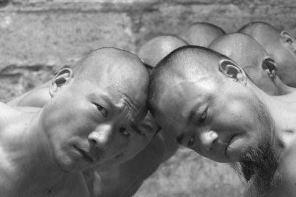 Shaolin Monks Training (18 pictures) (15)