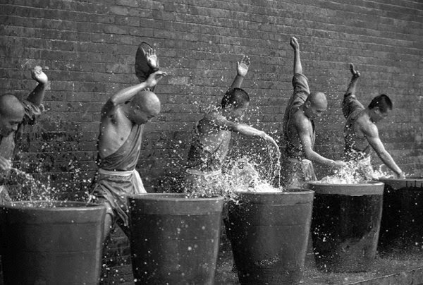 Shaolin Monks Training (18 pictures) (7)